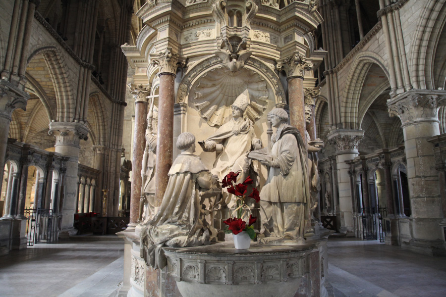 in France in the Eucharist symphonia of Church and State here in the Basilica of Saint Remi in Reims