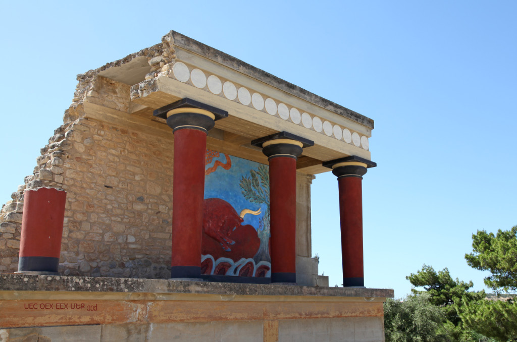 Knossos Columns and Bull