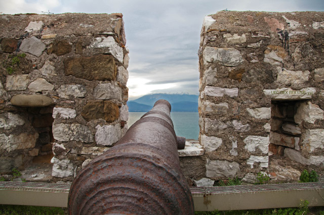 Canon at Nafpaktos pointed at Gulf of Corith