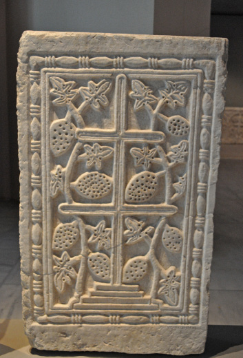 Templon closure slab late 10th to early 11th cent, in Museum of Byzantine Culture – Μουσείο Βυζαντινού Πολιτισμού, Θεσσαλονίκη – Thessaloniki
