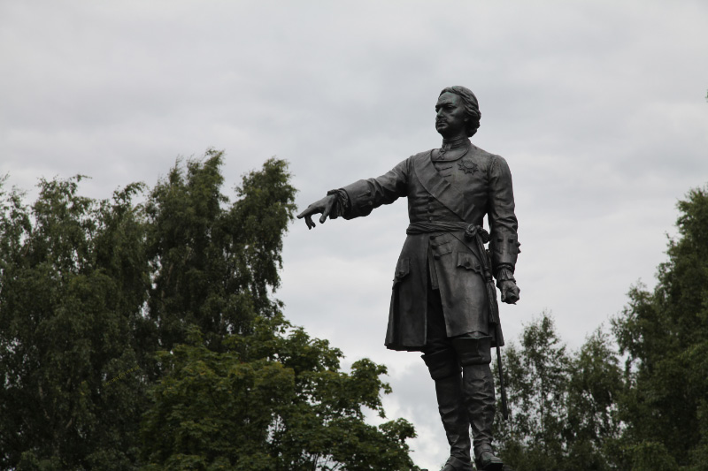 Schroeder/Monighetti monument to Peter the Great in Petrozavodsk