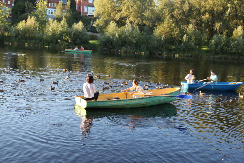 Pskov River girls in boat and ducks without boat