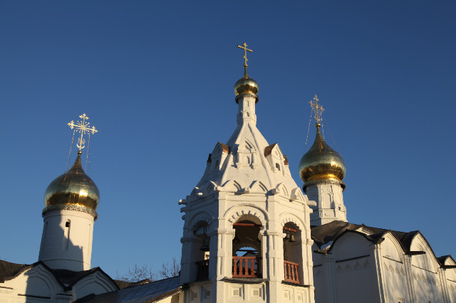 Pyatnitskaya and Presentation Churches from 1547 cupolas