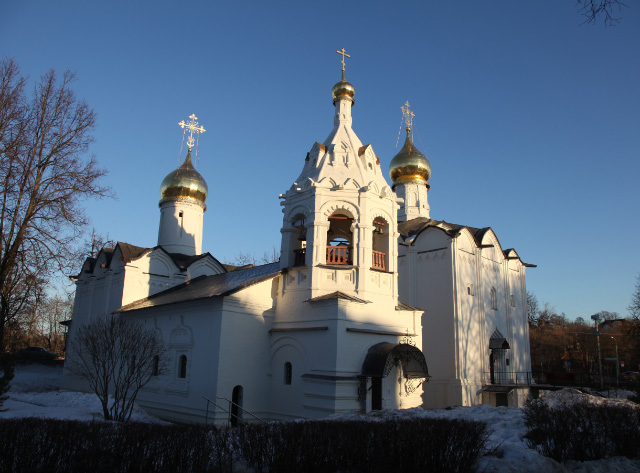 Pyatnitskaya and Presentation Churches from 1547 dusk