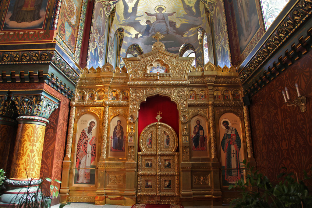 Iconostasis with Saints Basil the Great and John Chrysostom
