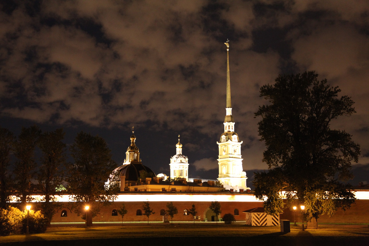 Петропавловский собор – Peter and Paul Cathedral withn the Peter and Paul Fortress – Петропавловская крепость evening moonlight on 27 July 2015