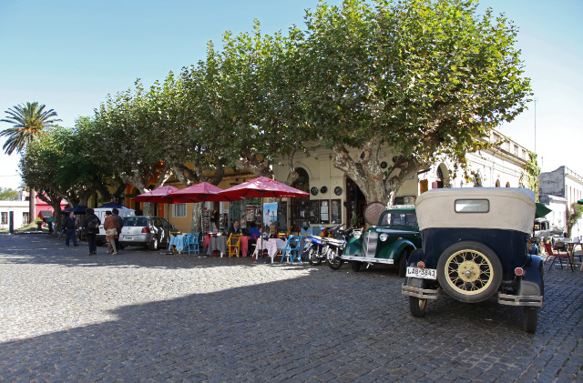 cars in Colonia del Sacramento