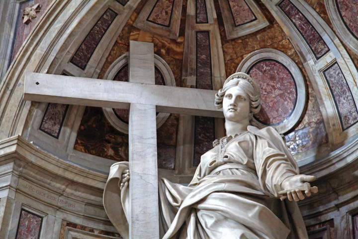 Saint Helena, discoverer of the True Cross colosal statute in Saint Peter's Basilica